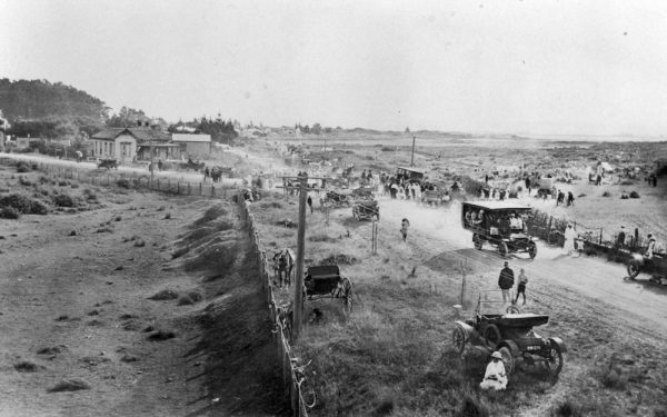 Tahunanui Beach Gala, 1 February 1915. Nelson Provincial Museum Collection: C289.